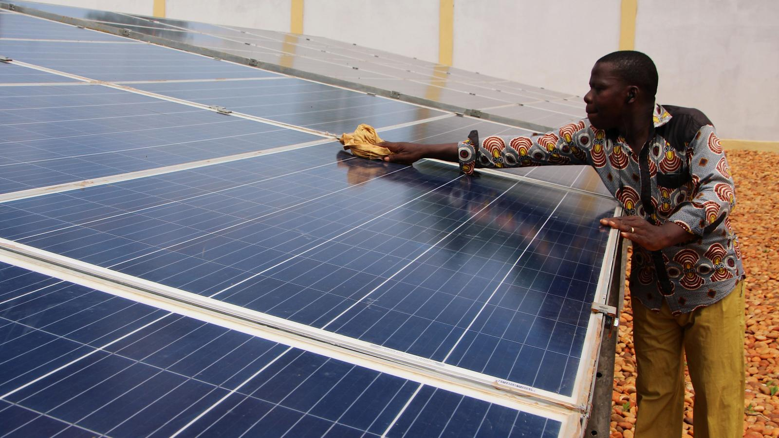 Nigeria Solar Power Could Fix Costly Electricity Problems
